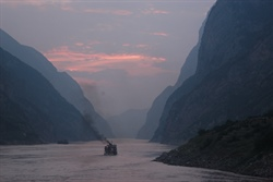 How are heat waves over Yangtze River valley associated with atmospheric quasi-biweekly oscillation?