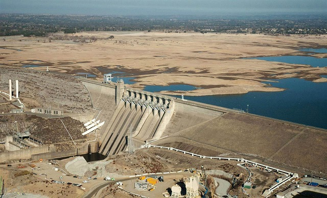 Drought-stressed Folsom Lake, 2011(Credit: CA Dept. of Water Resources)